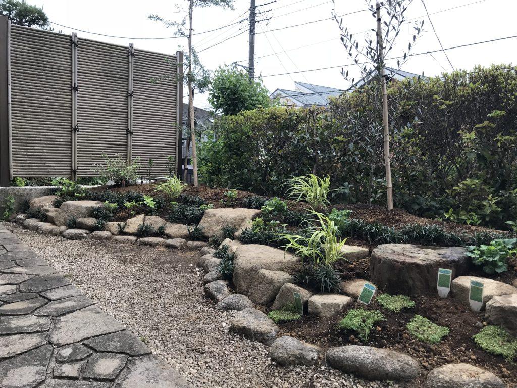 お客様の要望を叶える花壇 – 横浜市泉区