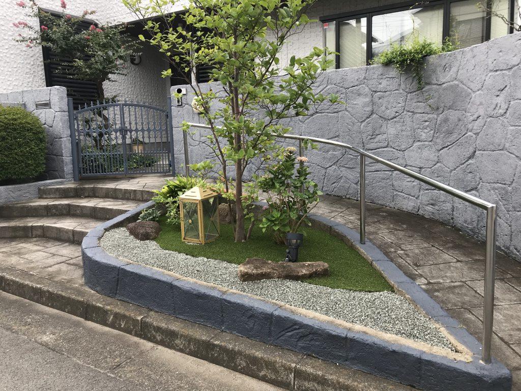 横浜市 戸塚区 一番の目的は防草対策。人工芝と砂利で飽きのこない空間を!