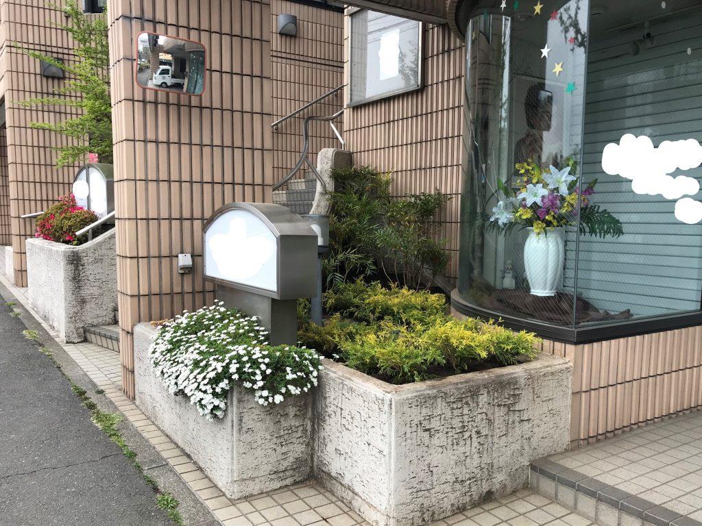 横浜市南区のクリニック様にて花壇植栽