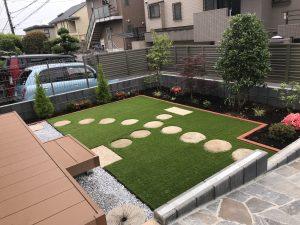 横浜市戸塚区/新築造園工事 ご高齢のお母様のために人工芝プレゼント。花壇も少し!