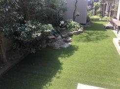 横浜港南区 剪定作業    雑草対策で人工芝造設した庭