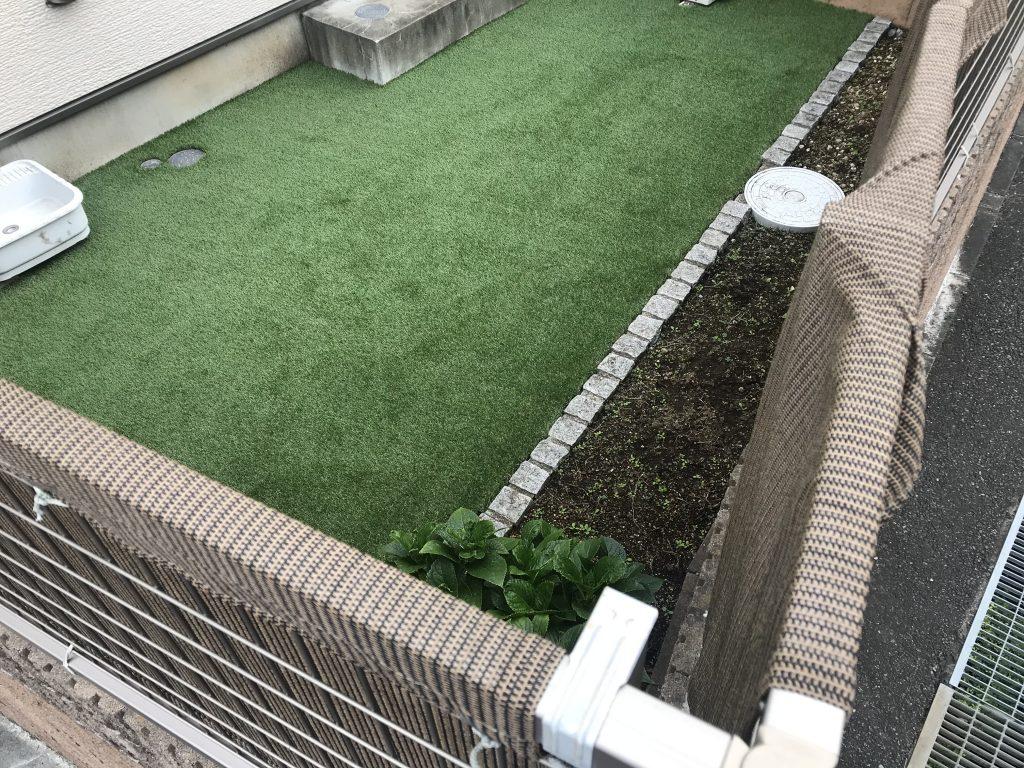 戸建て中庭を天然芝から人工芝へ庭リフォーム(鎌倉市)