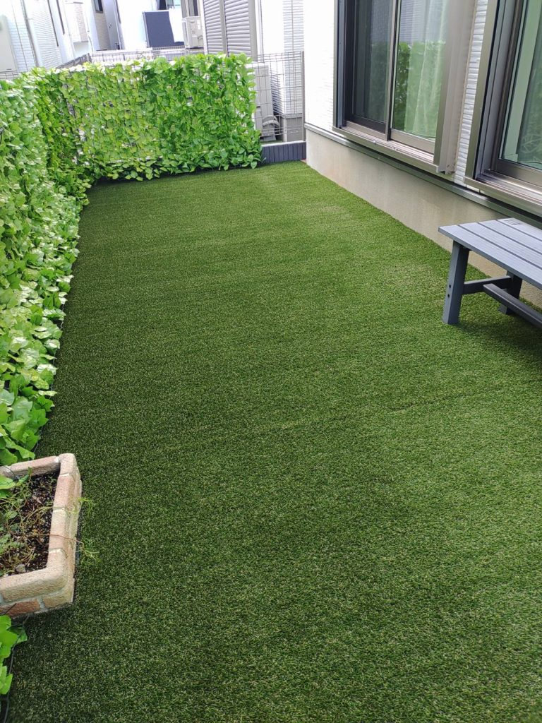 横浜市港南区 DIY人工芝の張替え作業